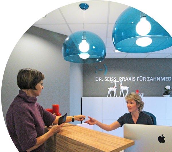 Zahnarzt Dr. med. dent. Holger Seiss führt eine moderne, behindertengerecht ausgestattete Zahnarztpraxis in Chemnitz.